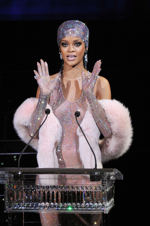 Rihanna CFDA 2014 crystal gloves