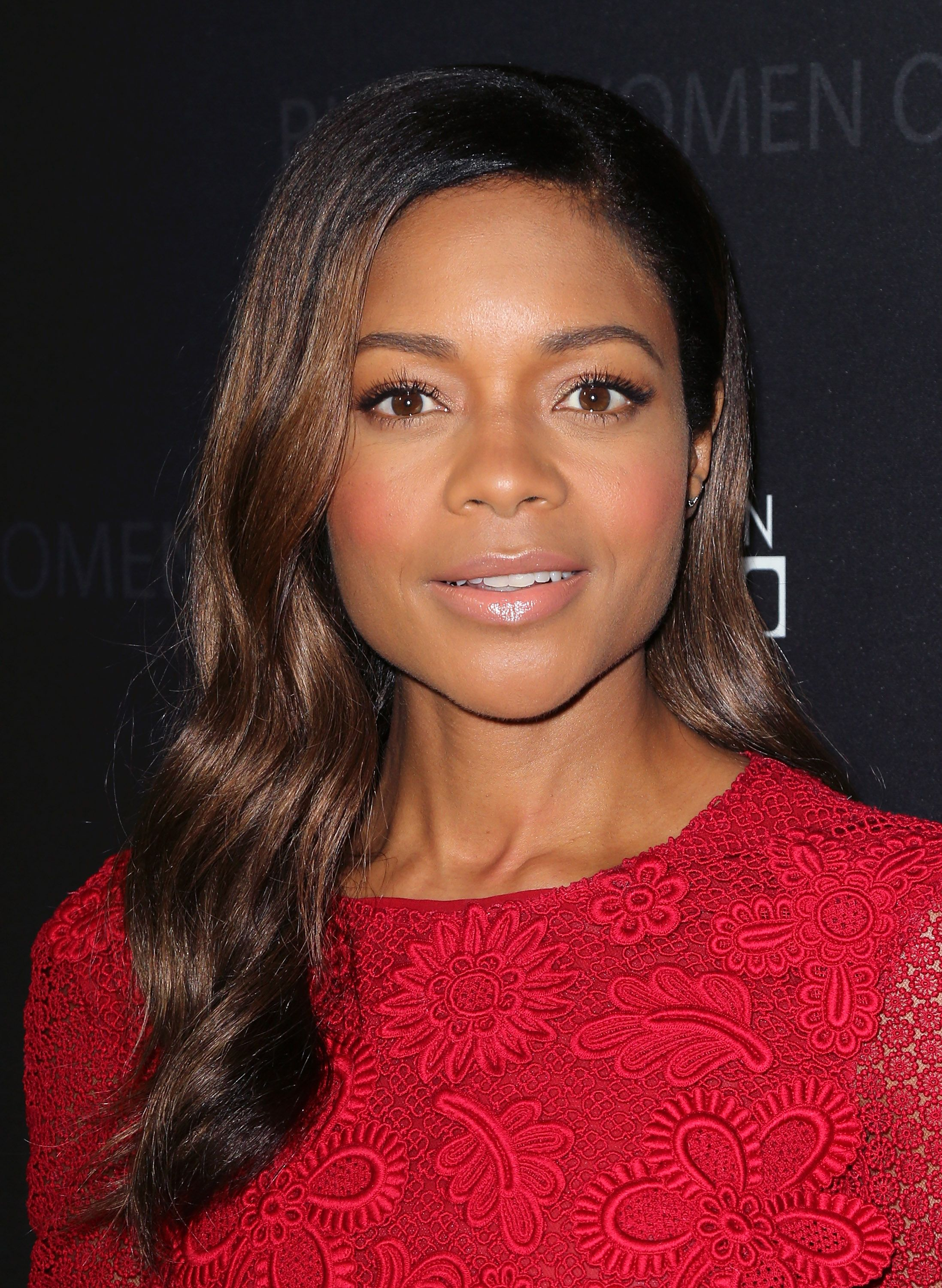 Naomie Harris' Subtle Mid-Length Highlights