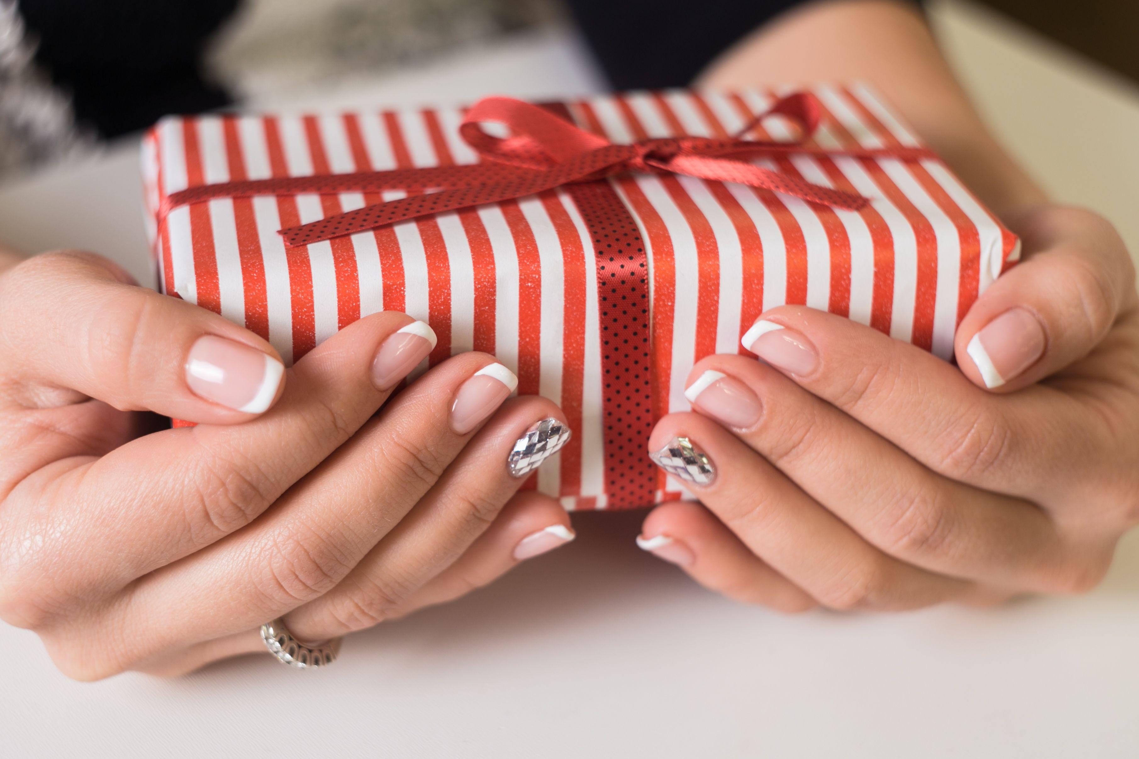76 Easy Christmas Nail Designs - Cute Nail Art Ideas for a Christmas ...