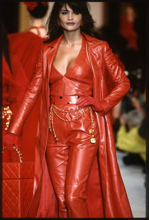 paris, france   march helena christensen walks the runway during the chanel ready to wear show as part of paris fashion week fallwinter 1992 1993 in march, 1992 in paris, france photo by victor virgilegamma rapho via getty images
