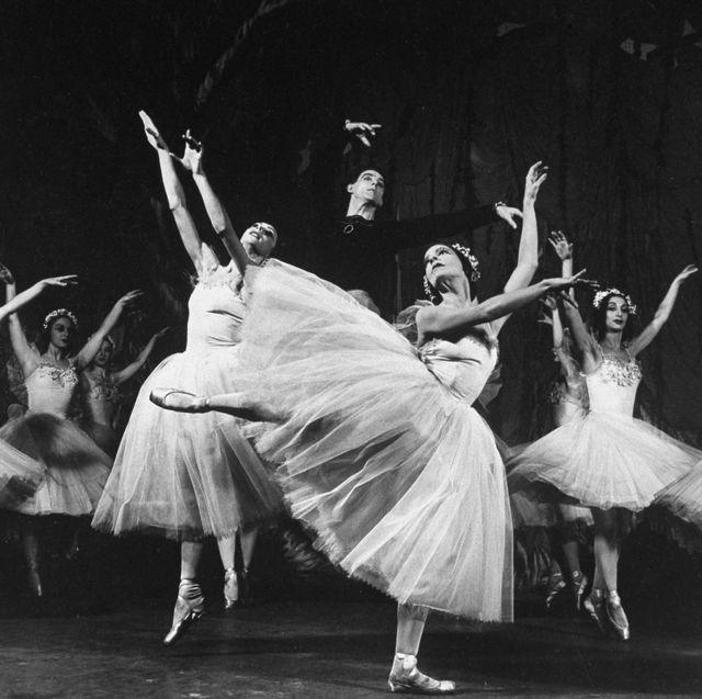 Dancer, Choreography, Dance, Entertainment, Performing arts, Ballet, Performance, Performance art, Event, Folk dance,