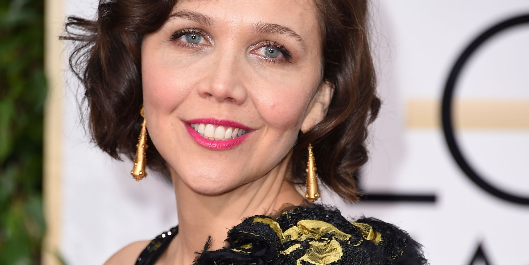 Stop Asking Maggie Gyllenhaal About Taylor Swift's Dumb Scarf, OK???