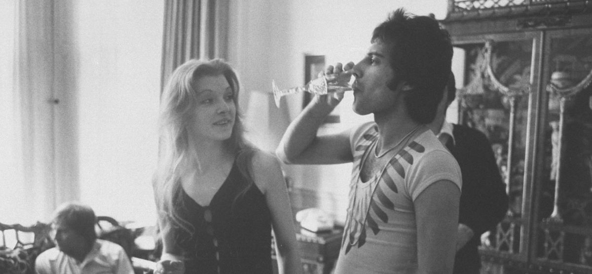Just 89 Photos of Celebrities Partying in the '70s