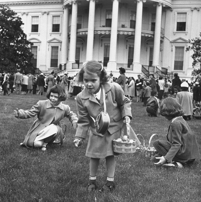 Children participating in White House Ea
