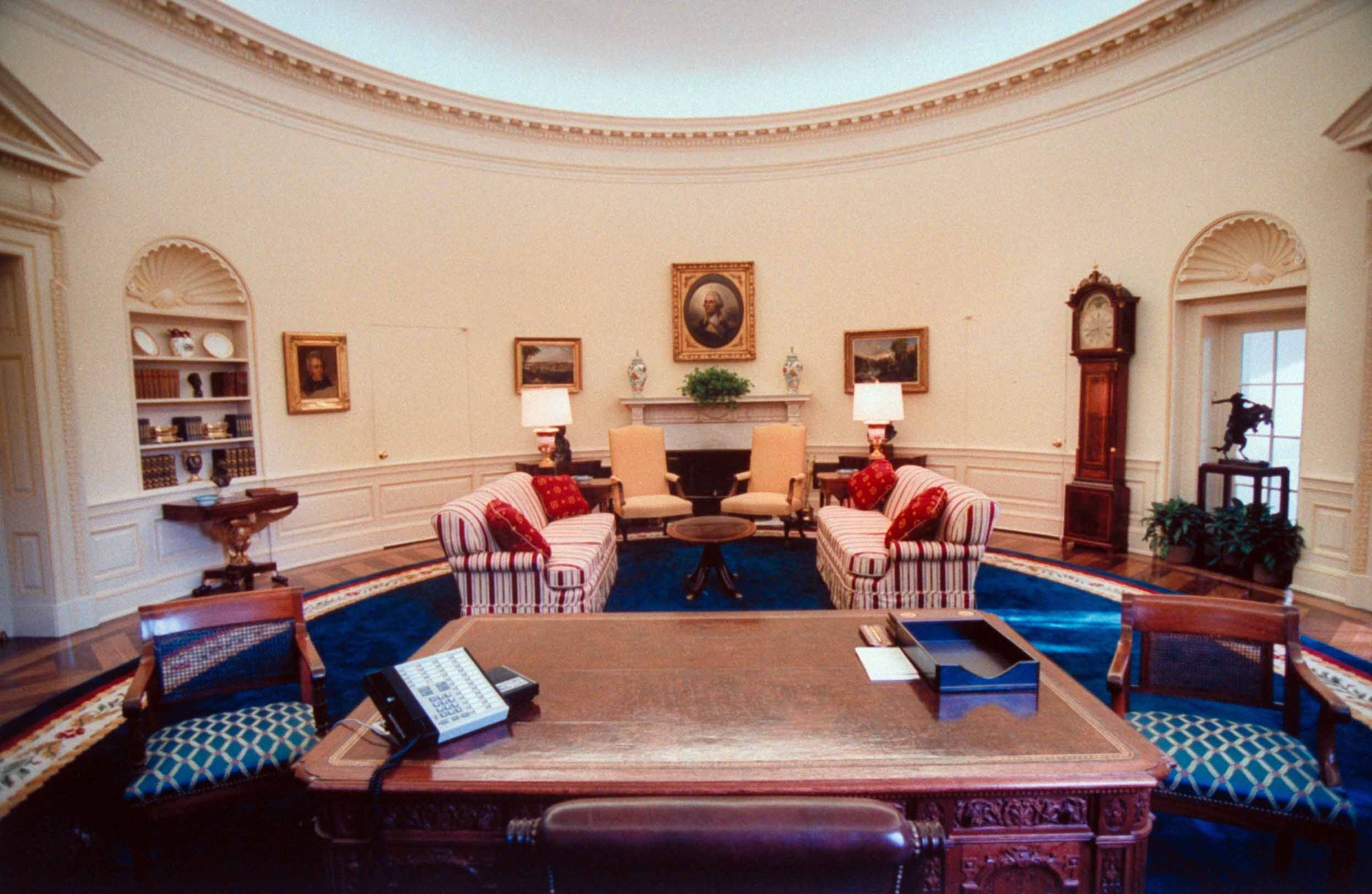 Oval Office Decor Changes In The Last 50 Years Pictures Of The Oval From Every Presidency