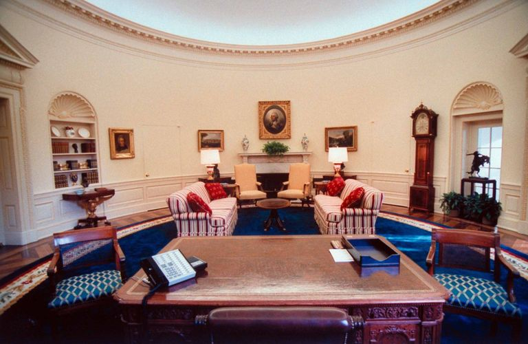 Oval Office Decor Changes in the Last 50+ Years - Pictures ...