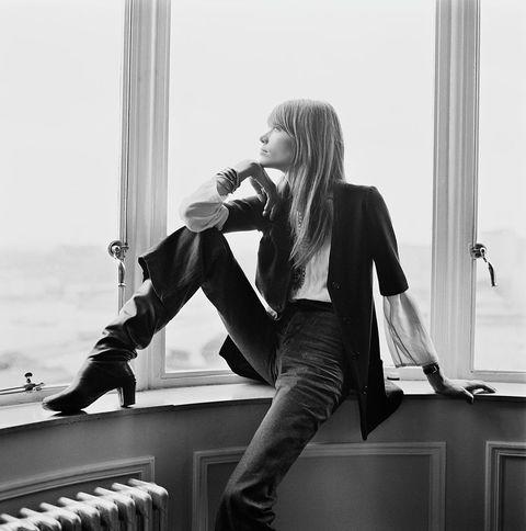 White, Black, Black-and-white, Beauty, Leg, Fashion, Blond, Photography, Long hair, Model,