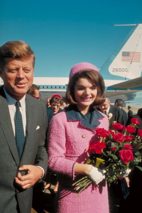 jackie and john f kennedy before he was murdered , jackie kennedy and the pink chanel suit , jackie kennedy and chanel suit with hat , jackie kennedy pink chanel suite gloves hat and roses , jackie kennedy and jfk with roses , jfk jackie kennedy on november 22, 1963