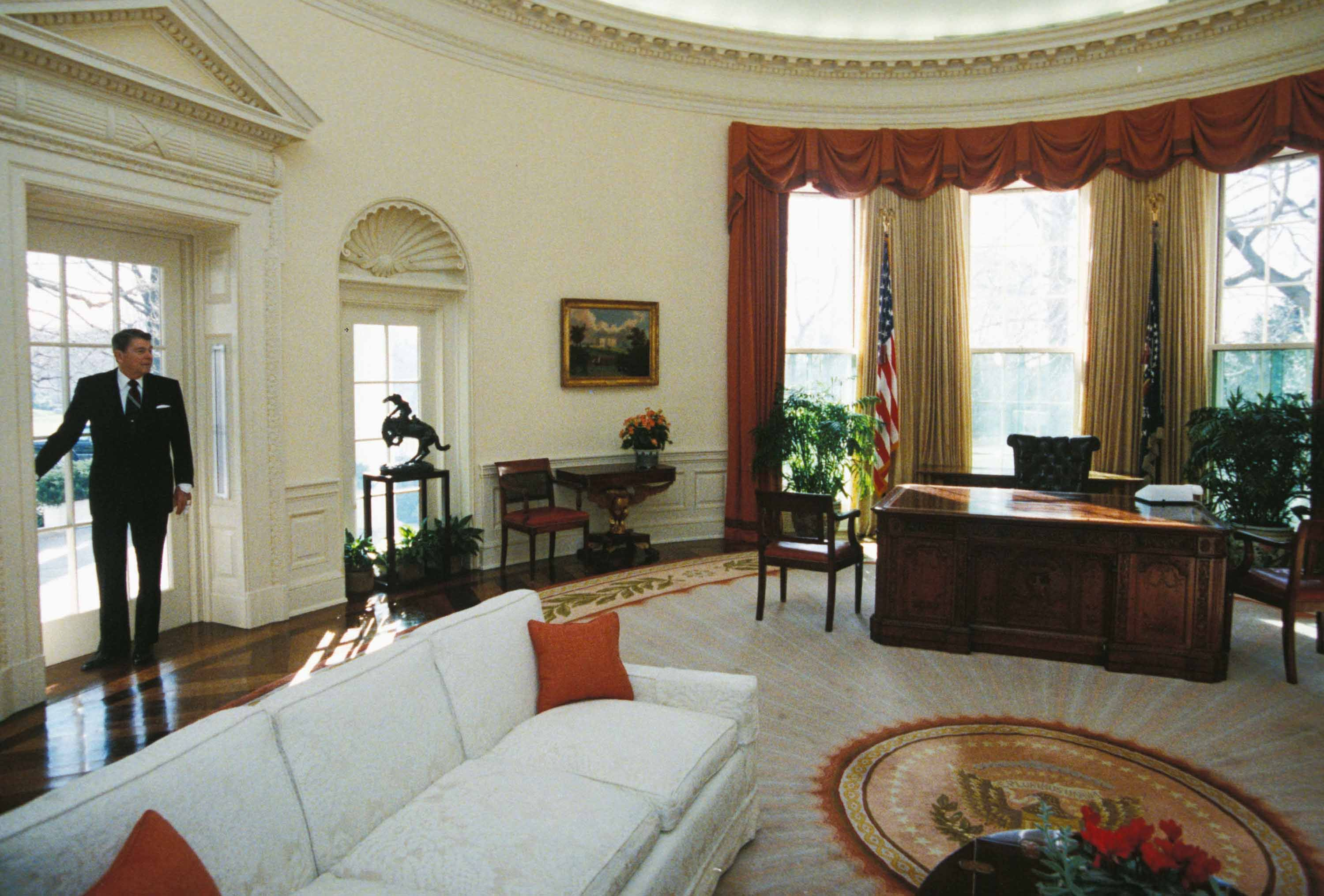 oval office rugs. Oval Office Decor Changes In The Last 50+ Years - Pictures Of From Every Presidency Rugs T