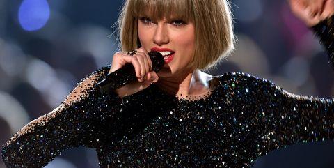 Music artist, Performance, Entertainment, Singing, Singer, Pop music, Performing arts, Music, Song, Lip,