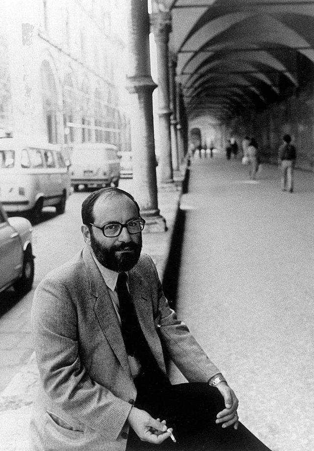 lécrivain italien umberto eco, professeur à la faculté de philosophie et darts de bologne, pose le 30 septembre 1983 à rome film afp photo  afp           photo credit should read  afp via getty images
