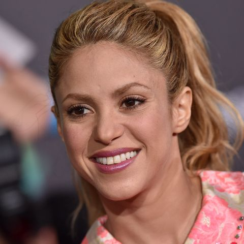 Hair, Face, Facial expression, Blond, Smile, Beauty, Hairstyle, Fun, Gesture, Hand,