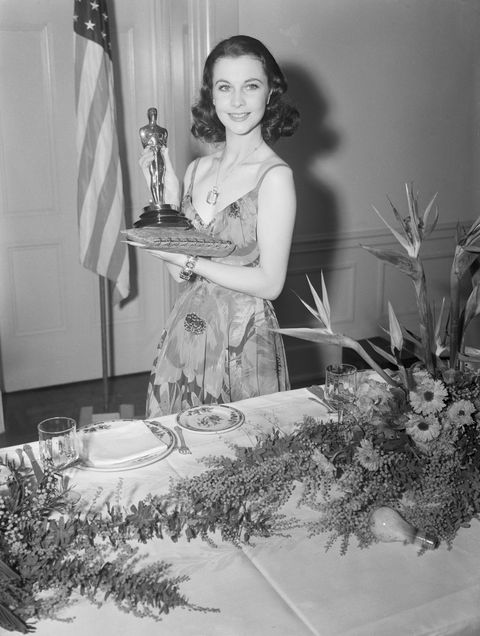 Vivien Leigh Holds Oscar Statue