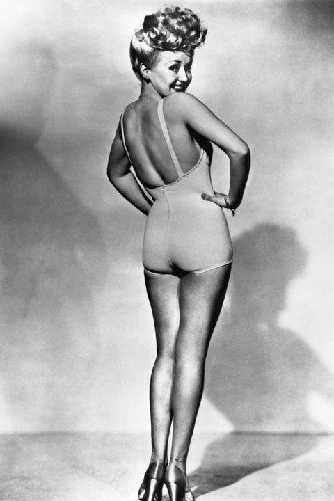 Human leg, Standing, Leg, Black-and-white, Joint, Art model, Shoulder, Photography, Human body, Monochrome,