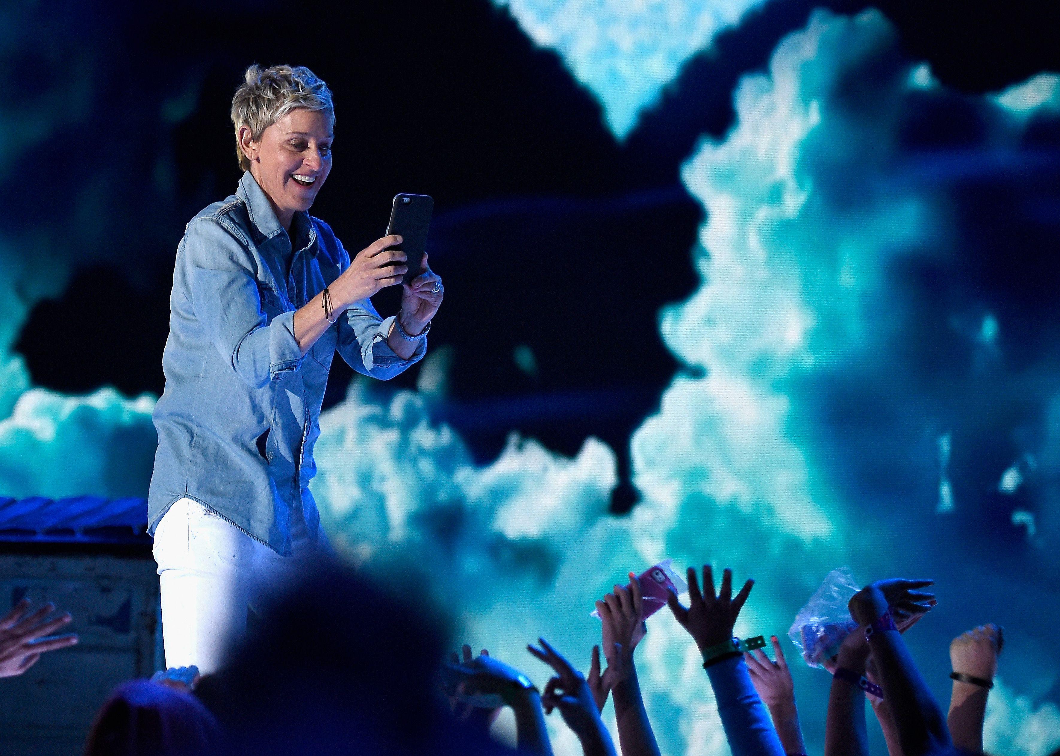 Nickelodeon's 2016 Kids' Choice Awards - Roaming Show