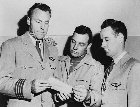 1947年6月24日に、アメリカ人のケネス・アーノルド (Kenneth Arnold) が、ワシントン州上空で9個の奇妙な物体を目撃しました。この事件の影響により、「Flying Saucer(空飛ぶ円盤)」という言葉が普及したことはご存じでしょうか。