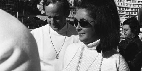 Liz Taylor in Sunglasses Walks with Men