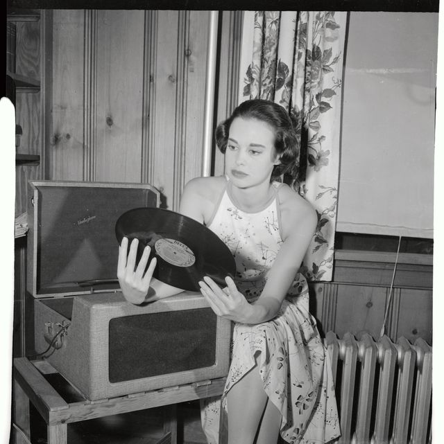 Remembering Gloria Vanderbilt's Life in Photos