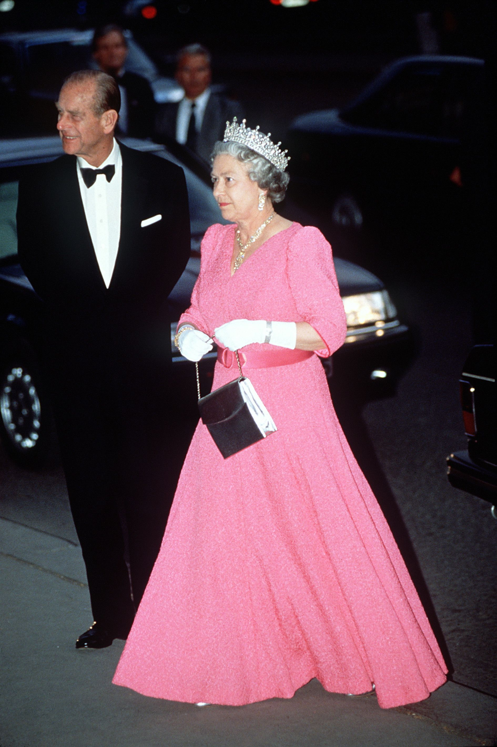 Queen Elizabeth\'s Best Fashion Looks - The Queen\'s Classic Outfits