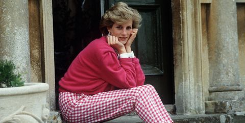 Pink, Sitting, Clothing, Water, Fashion, Leg, Blond, Street fashion, Footwear, Leisure,