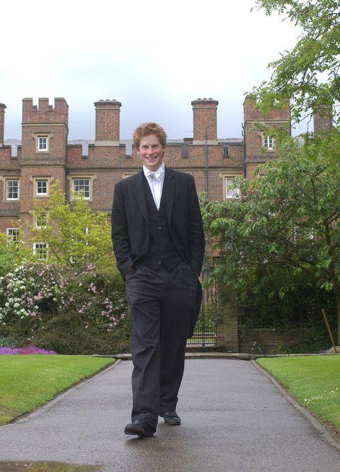 Suit, Standing, Formal wear, Outerwear, Tuxedo, Blazer,