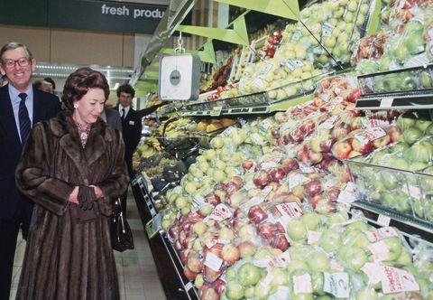Natural foods, Grocery store, Greengrocer, Supermarket, Marketplace, Market, Whole food, Selling, Grocer, Food,