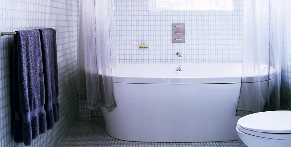 Профессионалы в уборке говорят, что секрет чистого душа — это вытяжной вентилятор в вашей ванной комнате
