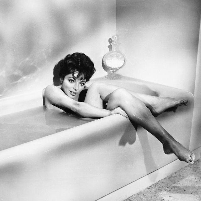 Joan Collins in Rally 'Round the Flag, Boys!