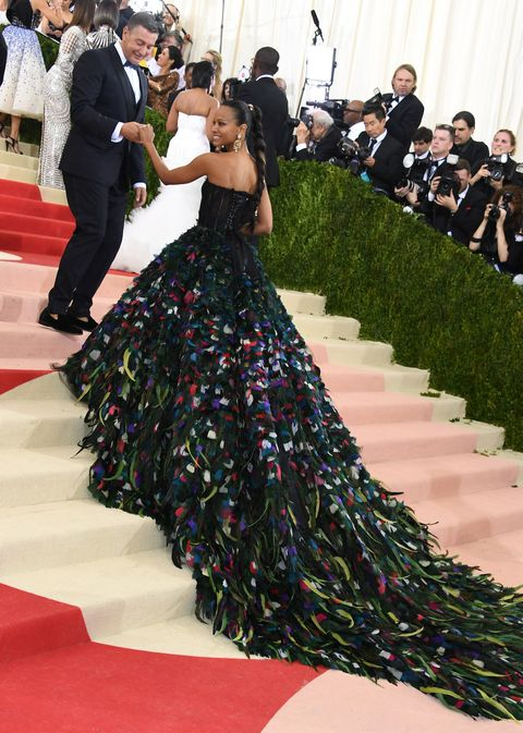 new york, ny   may 02  stefano gabbana l and zoe saldana attend the manus x machina fashion in an age of technology costume institute gala at metropolitan museum of art on may 2, 2016 in new york city  photo by larry busaccagetty images