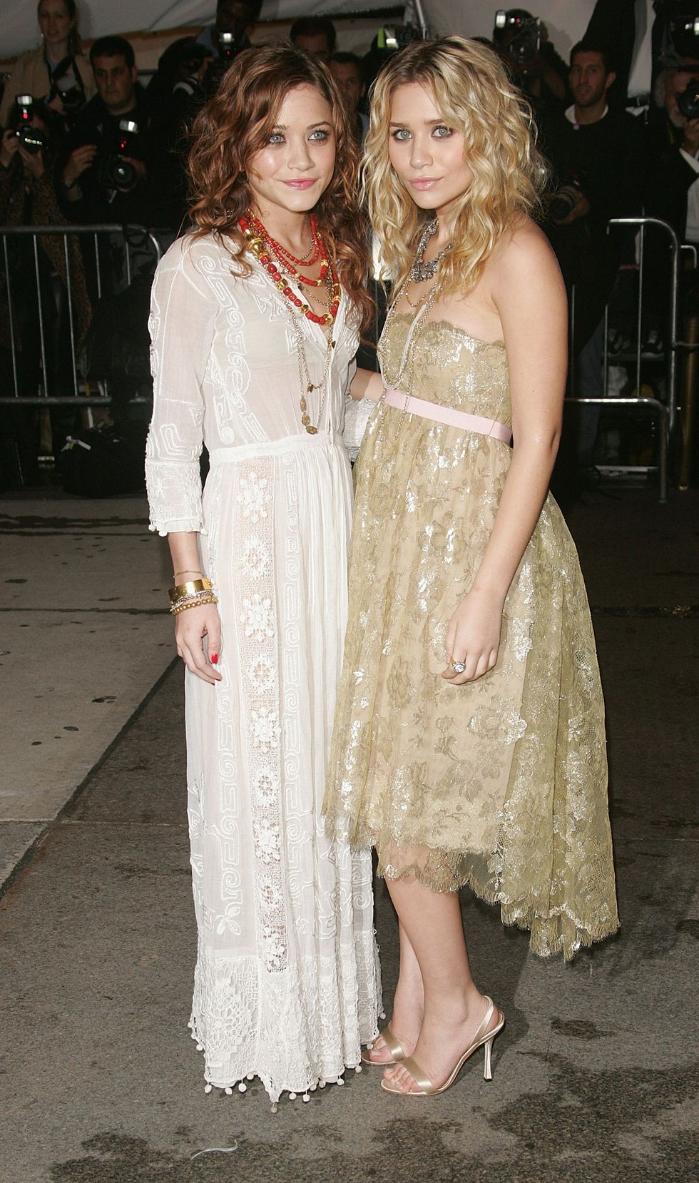 May 02, 2005 For their first Met Gala, the twins attended the event wearing delicate lace dresses. Ashley wore a golden Oscar de la Renta dress, while Mary-Kate chose a vintage piece.