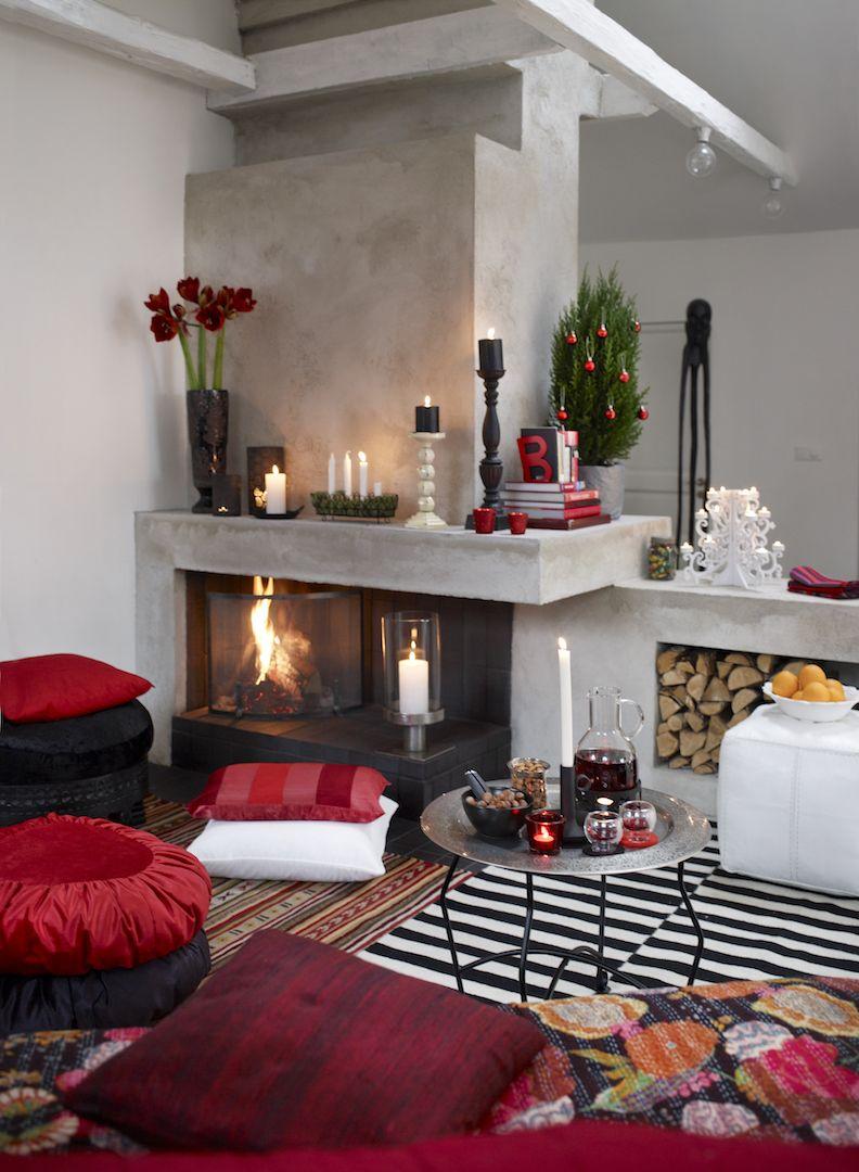 15 stunning christmas living rooms holiday living room decor ideas rh elledecor com how to decorate your living room for christmas how to decorate living room window for christmas