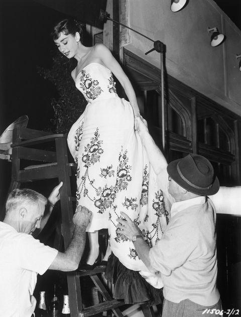 奧黛麗赫本拍攝龍鳳配時穿著時尚設計師Hubert de Givenchy 紀梵希先生的服裝