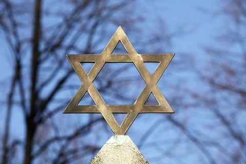 Star of David on top of a gravestone