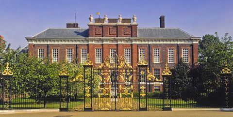 Building, Estate, Palace, Landmark, Stately home, Official residence, Manor house, Presidential palace, Architecture, Mansion,