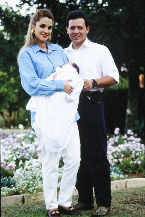 フセイン王子を抱くラーニア王妃/1994年