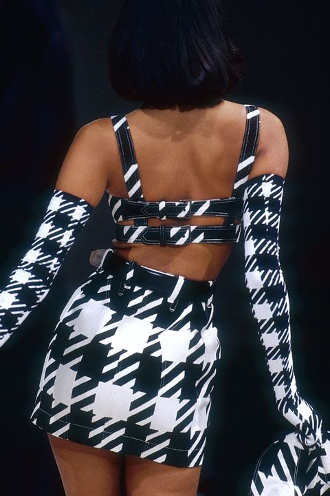 Shoulder, Clothing, Fashion model, Joint, Dress, Thigh, Arm, Fashion, Black-and-white, Leg,
