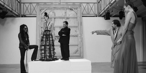 Black, Black-and-white, Sculpture, Monochrome photography, Statue, Standing, Monochrome, Architecture, Art, Photography,