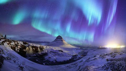 Spectacular northern lights appear over Mount Kirk