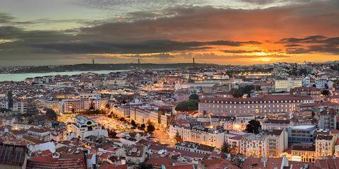 Cityscape, City, Urban area, Sky, Town, Human settlement, Metropolitan area, Horizon, Roof, Evening,