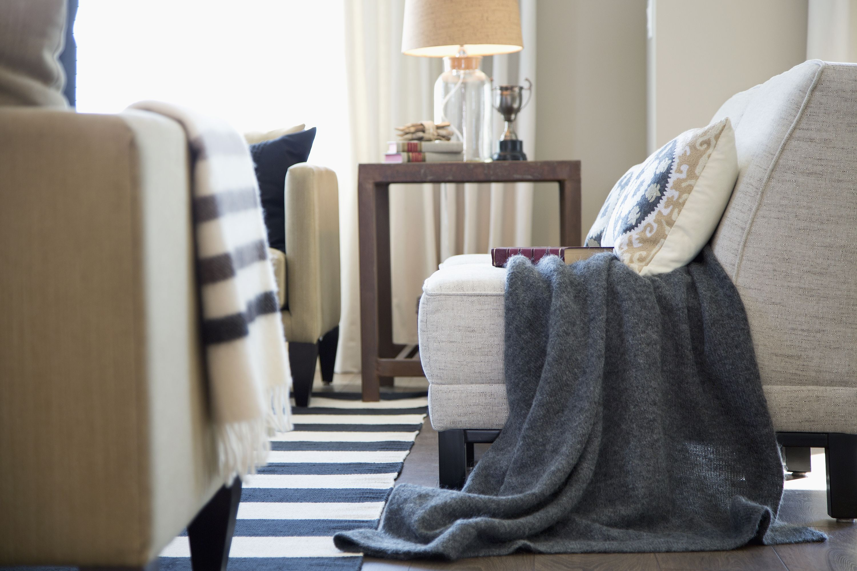 9 Best Throw Blankets 9 - Comfortable, Stylish Throw Blankets