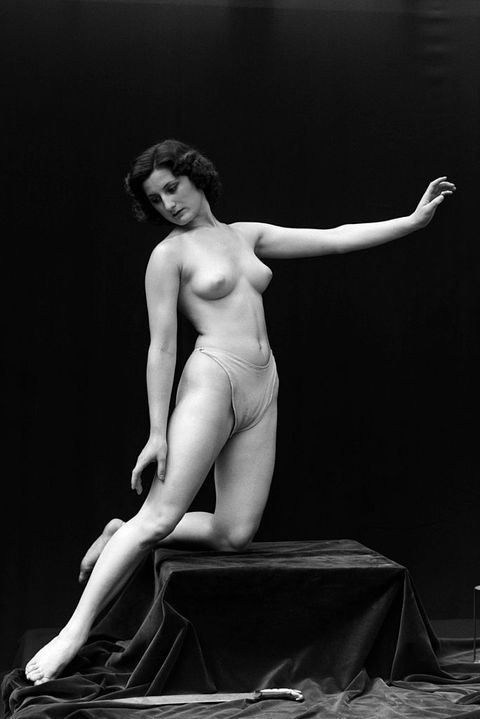 Art model, Sculpture, Statue, Photography, Black-and-white, Classical sculpture, Muscle, Leg, Art, Human body,
