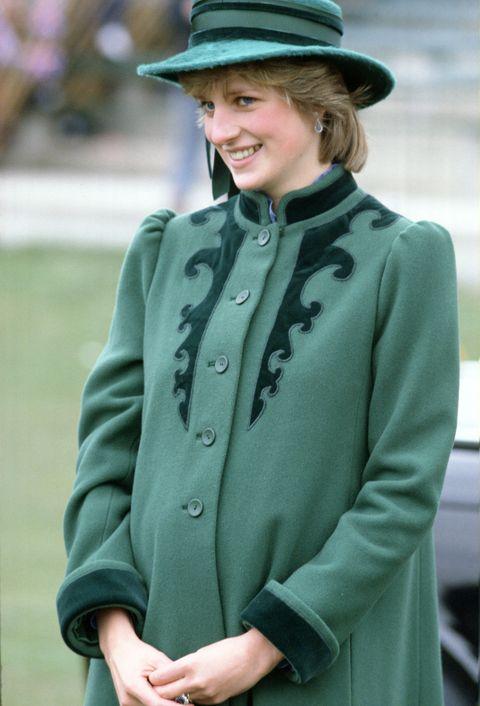 Clothing, Green, Outerwear, Coat, Fashion, Suit, Street fashion, Hat, Headgear, Overcoat,