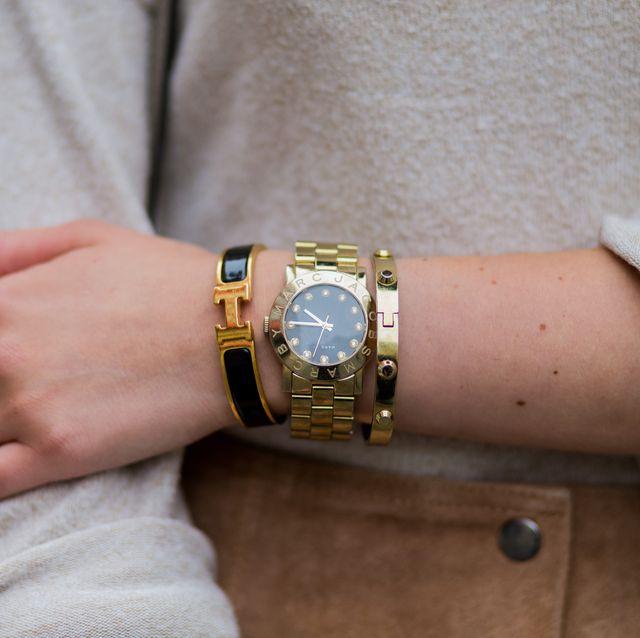 bracciali dorati gioielli inverno 2020 idee regalo natale