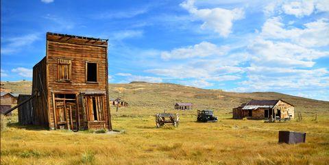 Grassland, Sky, Rural area, Prairie, Grass, Shack, House, Ecoregion, Plain, Landscape,
