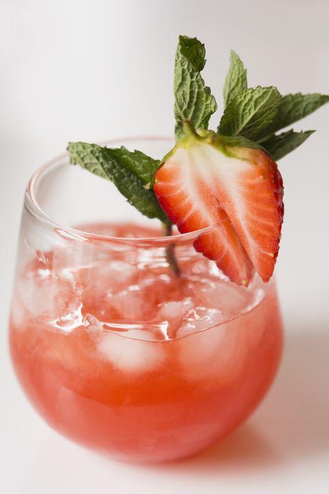 Drink, Sea breeze, Food, Non-alcoholic beverage, Bay breeze, Paloma, Strawberries, Caipiroska, Juice, Strawberry,