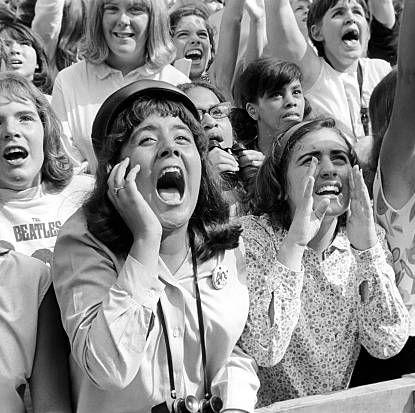 women screaming for boy band