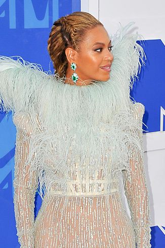 new york, ny   august 28  singer beyonce arrives at the 2016 mtv video music awards at madison square garden on august 28, 2016 in new york city  photo by allen berezovskywireimage