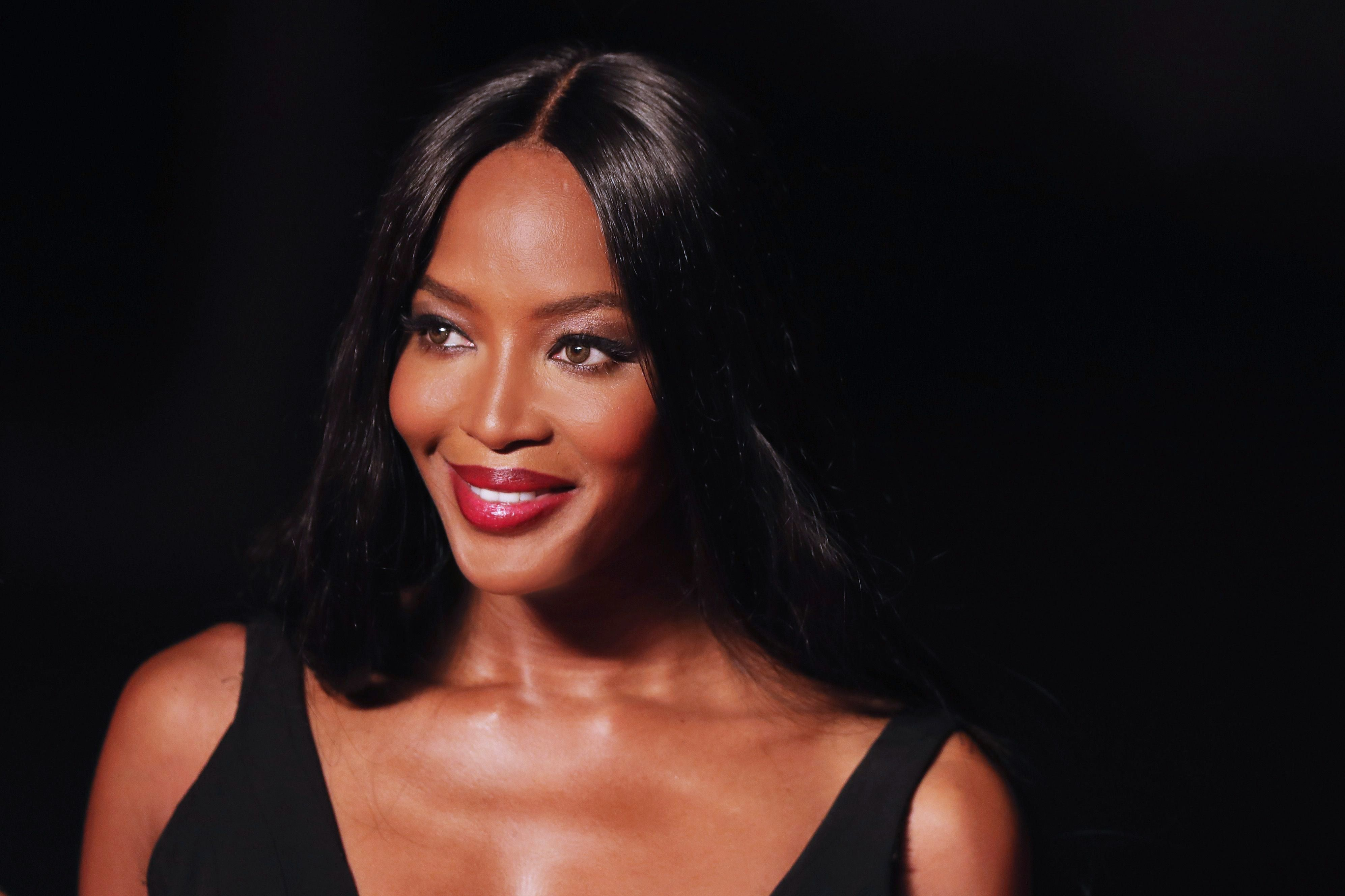 86edc908c4 Naomi Campbell Closed a Valentino Runway Show With an Iconic and ...