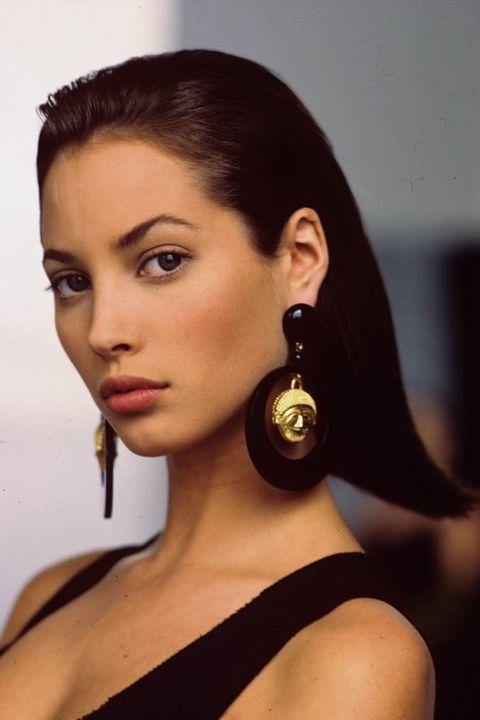 Ear, Earrings, Lip, Hairstyle, Skin, Chin, Forehead, Eyebrow, Body piercing, Eyelash,