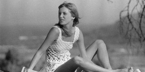 Photograph, Black-and-white, Sitting, Beauty, Monochrome, Leg, Monochrome photography, Photography, Retro style, Human leg,